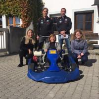 Sibylle Entwistl, Theresa Bergwinkl und Stefanie Sarcher bei der Spendenübergabe